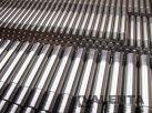 Gewindebolzen aus Stahl 42CrMo4-QT mit gewalztem Gewinde an beiden Enden